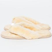 Weichwarme Flip-Flops aus Lammfell