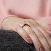 Für die Liebste: Toller Ring mit Halbedelstein