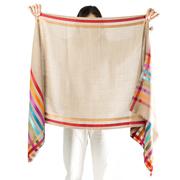 Weicher Woll-Schal mit seidigbunten Streifen