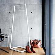 Architektonische Garderobe 'Lume'