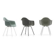'Eames Fiberglass Armchair DAX'