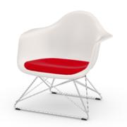 Einzelstück 'Eames Plastic Armchair LAR' mit Sitzpolster