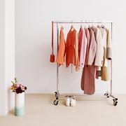 Kleiderständer auf Rollen