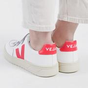 Kultsneaker 'V-Lock' von Veja mit Rose Fluo