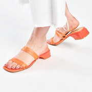 Sommerlich cool: Sandale in Orange
