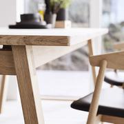 Schlichter Holztisch 'T9'