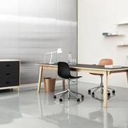 Schreibtischstuhl 'Form' mit Rollen