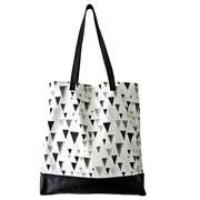 Canvas-Shopper mit schwarzem Triangelprint