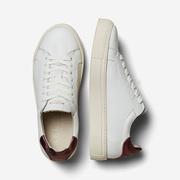 Lieblings-Sneakers mit Fersendetail
