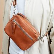 Die perfekte Crossbody-Bag in Braun oder Schwarz