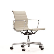 'Eames Aluminium Chair 118' in Stoff