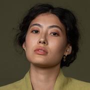 'Drop Earhugger'-Ohrring von Hana Kim