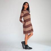 Nachhaltiges Sweater-Kleid mit Streifen