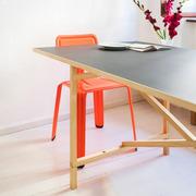Tisch Egon von 'Niels Holger Moormann'
