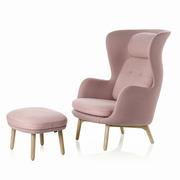 Opulenter Loungesessel 'Ro' mit Holzbeinen