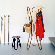 Garderobe 'Saturn' aus gebogenem Holz