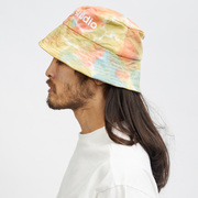 Upcycled: Bucket-Hat von 'Lola Studio'
