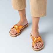 Sandalen mit kreuzenden Riemen von 'Bold Matters' in Kupfer