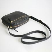 Schultertasche 'Zip' in Schwarz