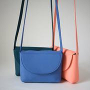 Minimalistische Schultertasche von 'Alex Bender' in Farben