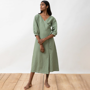 Wickelkleid aus Leinen von 'Jungle Folk' in Almond Green