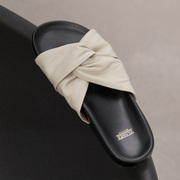 Slide-Sandale von 'Closed' aus Leder in Shiitake