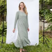 Zartgrünes Midi-Kleid mit Mikroprint