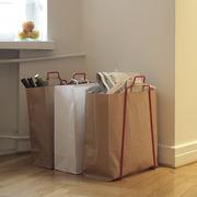 Stilvoll recyclen mit dem 'Papiertütenhalter'