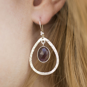 'Double Tear' Ohrringe in Violett