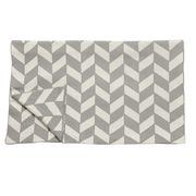 Grafische Baumwoll-Decke in Grau-Beige