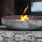 Feuerschale mit Stahlbank