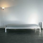 Schlichtes Bett von 'Lehni'