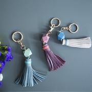 Bunter Schlüsselanhänger mit Ledertassel