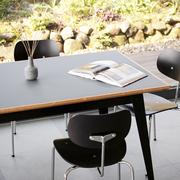 Tisch '6Grad' in Linoleum mit Eichenkante