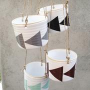 Grafischer 'Hanging Pot' mit Dreiecken
