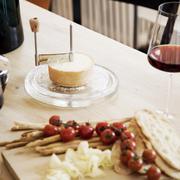 Hochwertiger Käsehobel mit Cloche