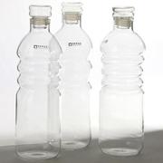 Kleine Wasserflasche aus Glas