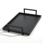 Minimalistisches Tablett mit Henkeln