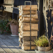 Holz vor der Hütte im 'Timber Frame'