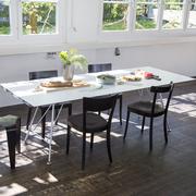 Tisch von 'Atelier Alinea' in Vollkern