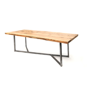 Urbaner Holztisch aus Eiche