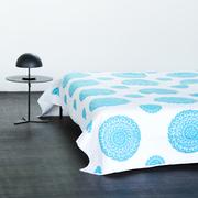 Decke mit Suzani-Stickerei