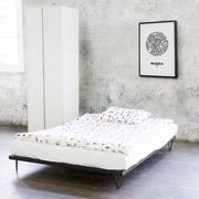 Schlichtschönes Bett 'Kitanda'