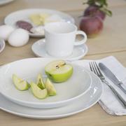 Puristisches Geschirrset für deinen Tisch