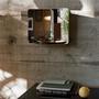 Artek 124 grad mirror mit ablage schwarz esche vor ambiente